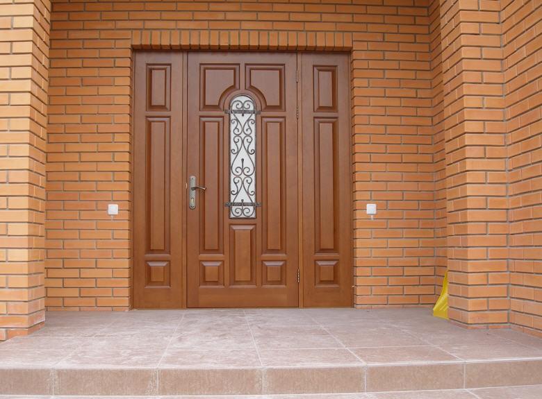 Деревянные двери для бани: из липы, кедра, осины, для парной